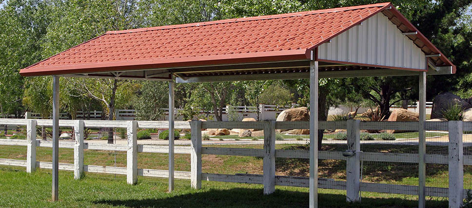 Raised Center Aisle Barns further Pasture Shelters also Covered Arenas also B 515 r 27075 u 4b0114 furthermore Horse And Livestock Shelters. on fcp barns